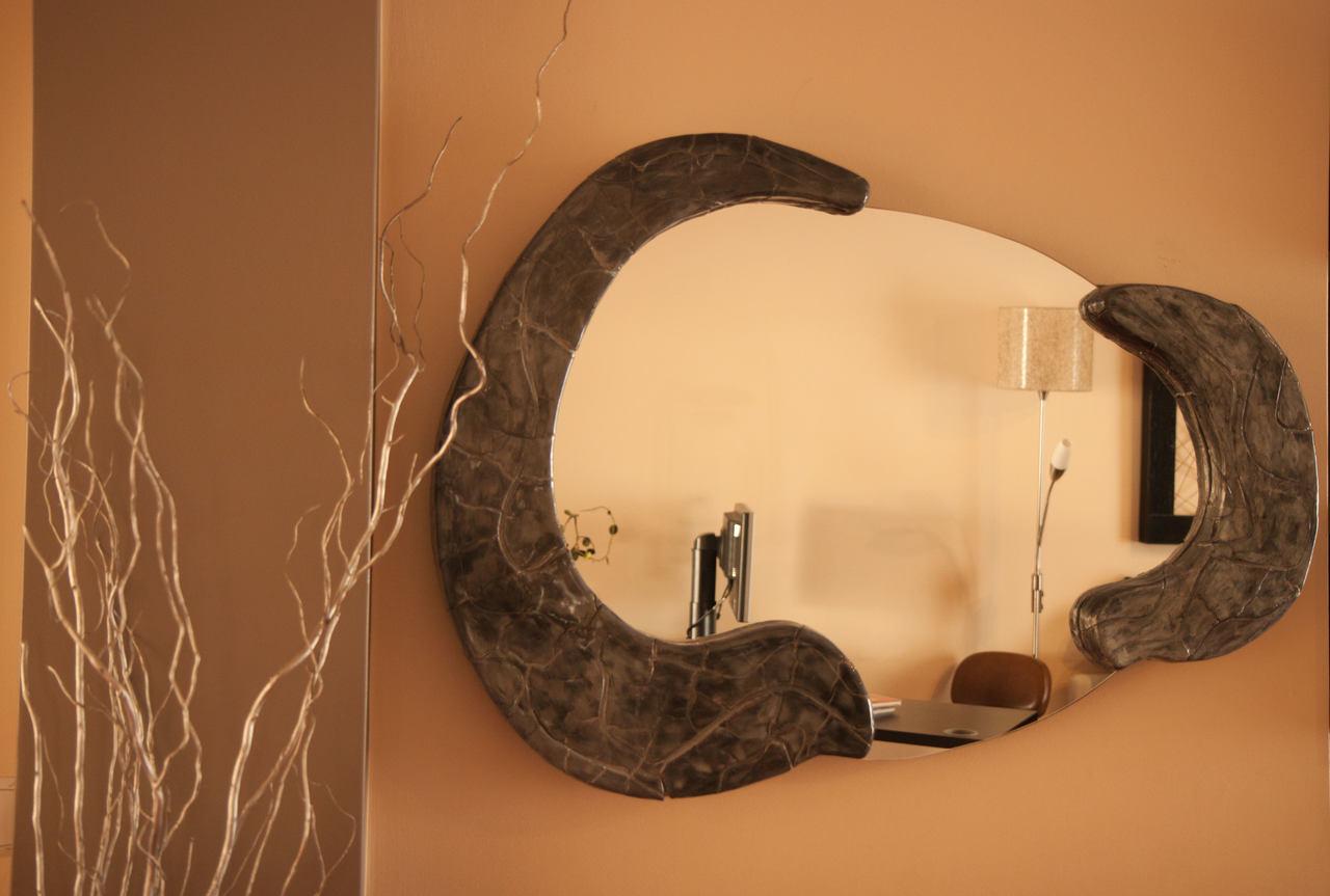 Espelho decorativo em barro